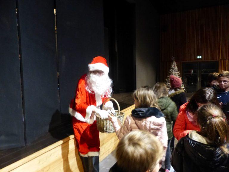 Spectacle Noel ecole publique Lantriac 4